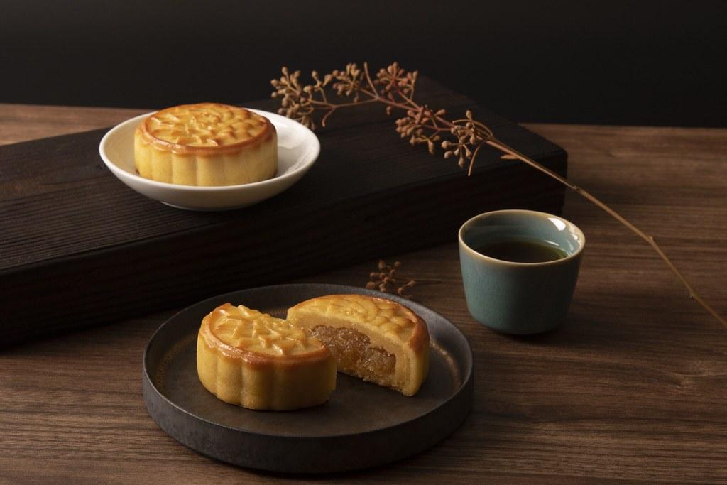 SunnyHills Pineapple Custard Mooncake Product Display