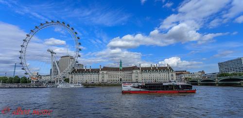 Vaixell pel riu Tamesis i el London Eye la famosa noria