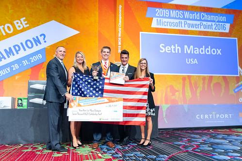 Don Wagner, Nancy Jerdee, Seth Maddox, Anthony Salcito and Jennifer Filarski hold an oversized check.