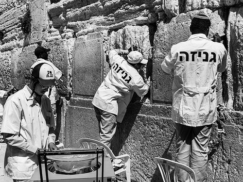 Clean up at the wailing wall of jerusalem-
