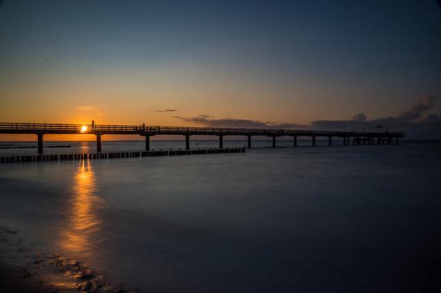 Sonnenunterang an der Seebrücke in Heiligendamm 4239