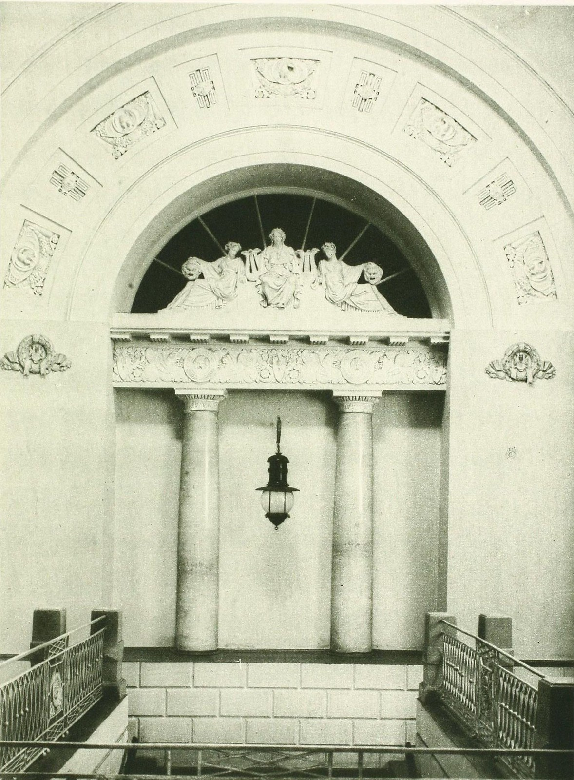 Здание Государственного Коннозаводства. Вестибюль