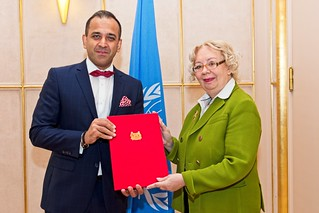 NEW PERMANENT REPRESENTATIVE OF SINGAPORE PRESENTS CREDENTIALS TO THE DIRECTOR-GENERAL OF THE UNITED NATIONS OFFICE AT GENEVA