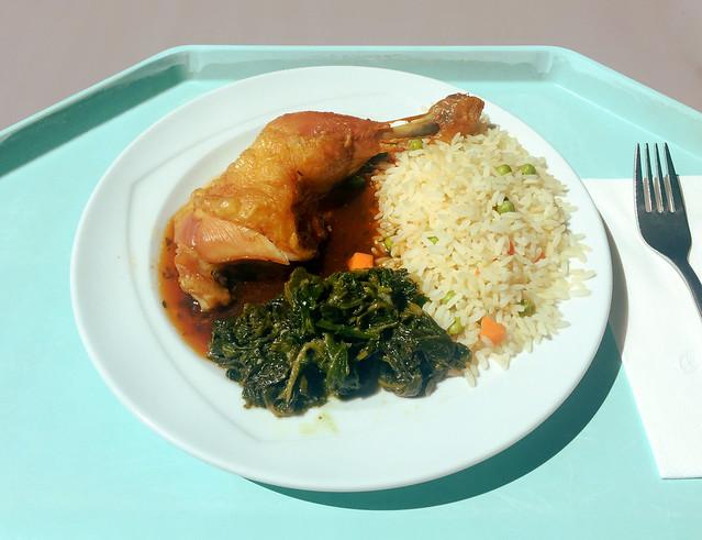 Chicken leg with leaf spinach, thyme sauce & rice / Hähnchenkeule auf  Blattspinat mit Thymiansauce  & Reis