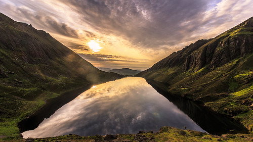 2019 comeraghs coum coumshingaun lake landscape lough outdoor reflection rocks summer sun sunrise cirque clouds corrie glacial green hiking ireland loch mountain munster shadow sky stones sunflare waterford kilclooney