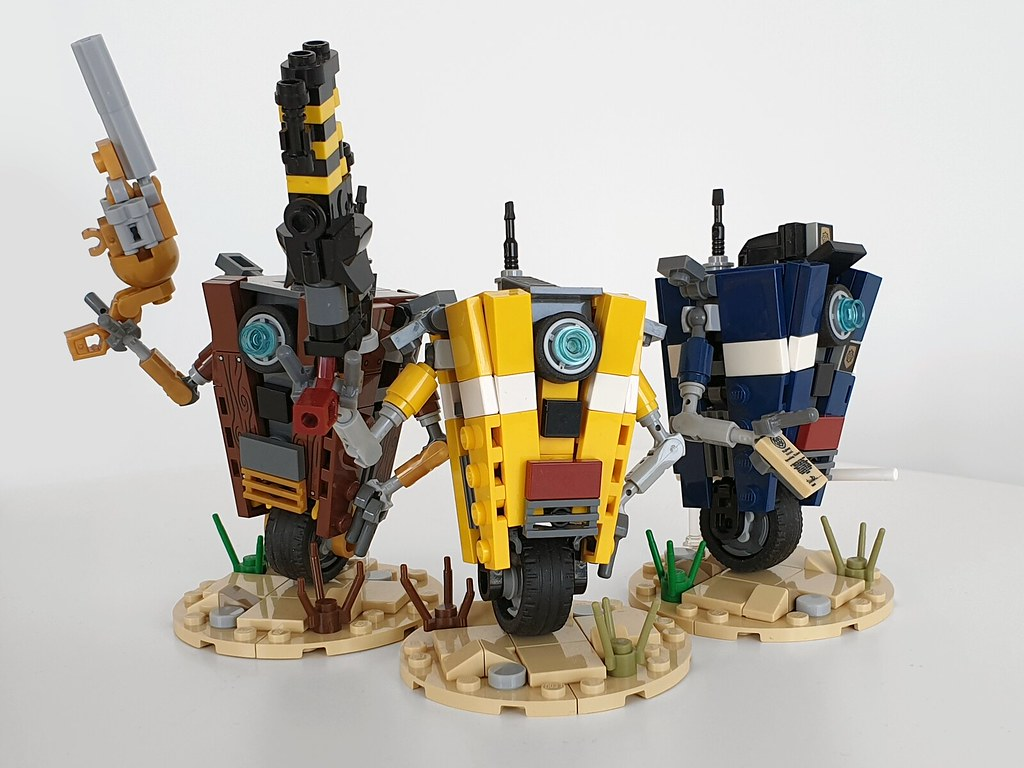 Borderlands Claptrap family 2.0 (custom built Lego model)