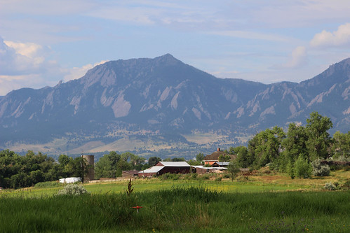 flatirons farm silo landscape mountainbackdrop mountainsinthebackground