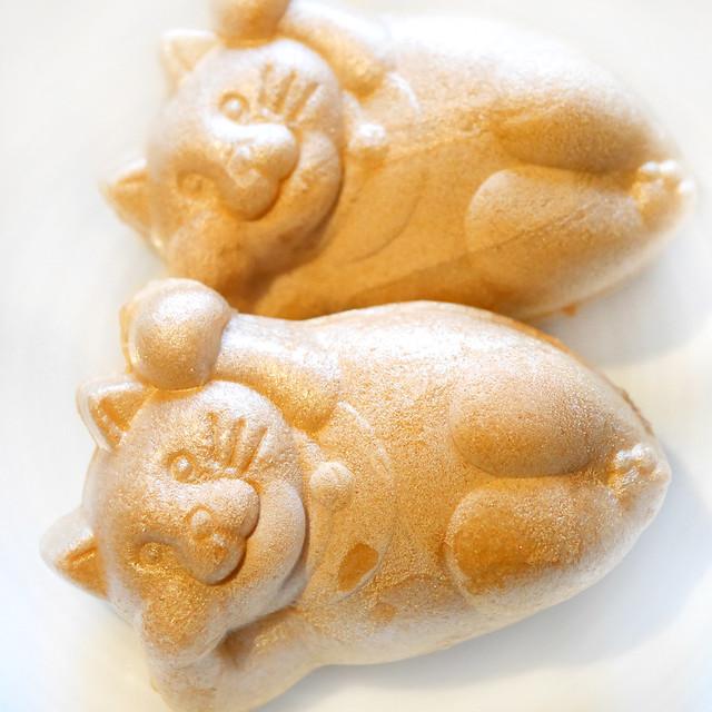 白樺 SHIRAKABA 錦どら 猫の最中 たらふくもなか 招き猫 寝てる ゴロン