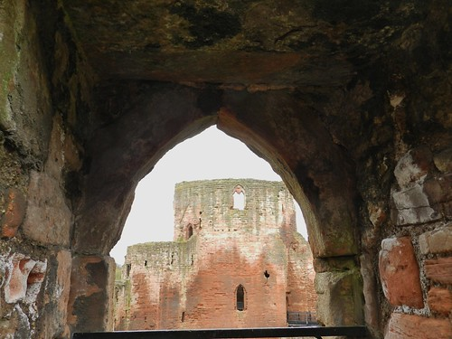 bothwell castle uddingston glasgow historic ruin wars independence edward 1 walls view arched thick allanmaciver