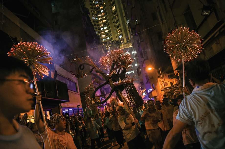 Little known ways to the best best Hong Kong dragon fire dance