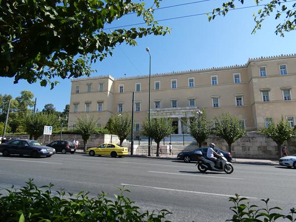 le côté du Parlement grec