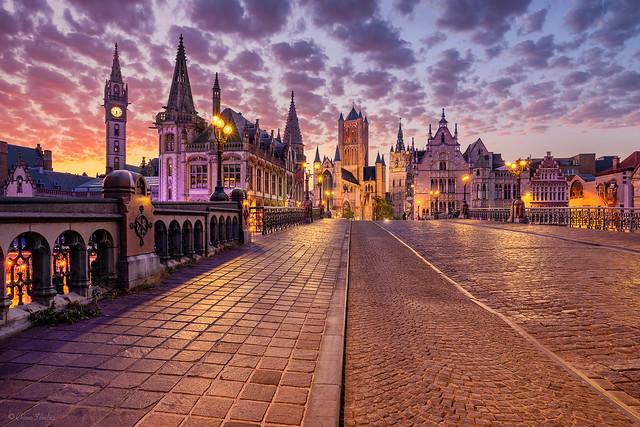Waiting for the Sunrise    Esperando el Amanecer (St Michael´s Bridge, Ghent / Gent; Flanders. Belgium)
