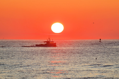 rye nh newengland newhampshire sun sunrise orange nature summer august ocean atlantic ship boat canon zoom