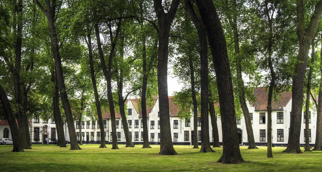 Het Begijnhof van Brugge | Mooistestedentrips.nl