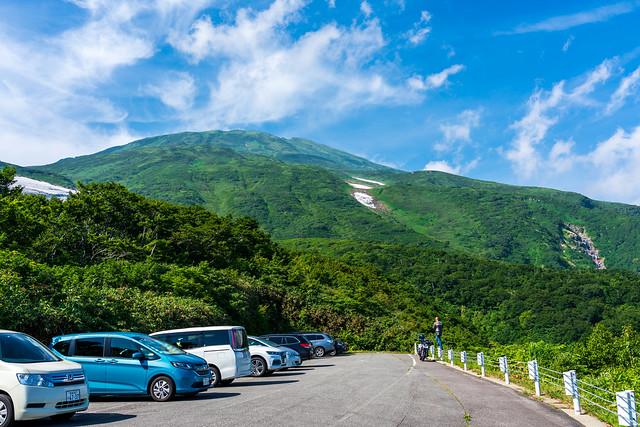 湯ノ台登山口より見る鳥海山