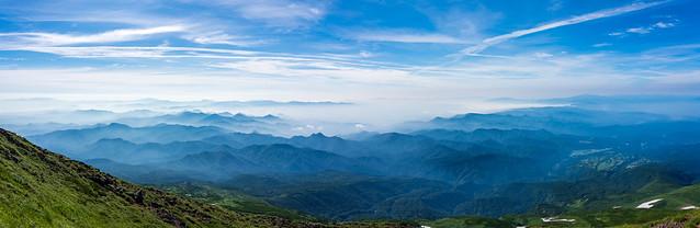 連なる山々・・・焼石岳、栗駒山、神室山、蔵王、葉山、月山、朝日連峰