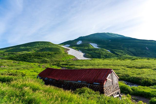 河原宿小屋跡と鳥海山