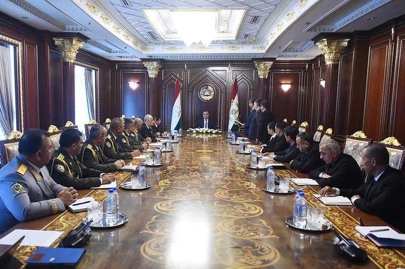 Лидер нации Эмомали Рахмон провел кадровые изменения в ряде министерств, ведомств и структурах охраны правопорядка