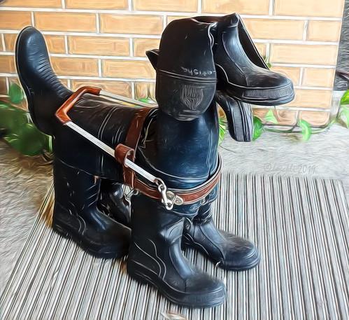 guidedogs sydney newsouthwales australia rubberboots smileonsaturday sculpture figur hund dog shoeshow schuhshow schuhe walking textures texturen texture textur topazstudio2 topaz