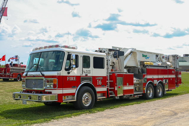 County of Brant Fire Department Ladder 16 (3) (2006 American LaFrance Eagle/LTI Platform).