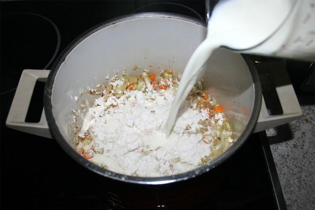 29 - Mit Milch ablöschen / Deglaze with milk