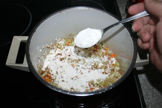 28 - Mit Mehl bestäuben / Dredge with flour
