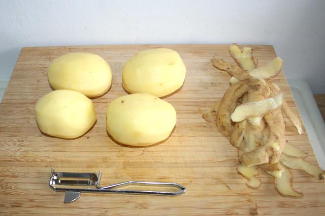 17 - Kartoffeln schälen / Peel potatoes