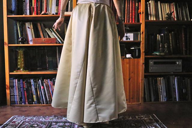 Piéçage long au dos d'une jupe