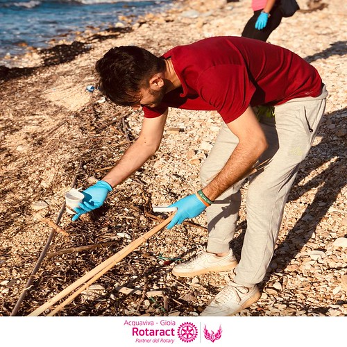 rotaract gioia-acquaviva e il Clean Beach