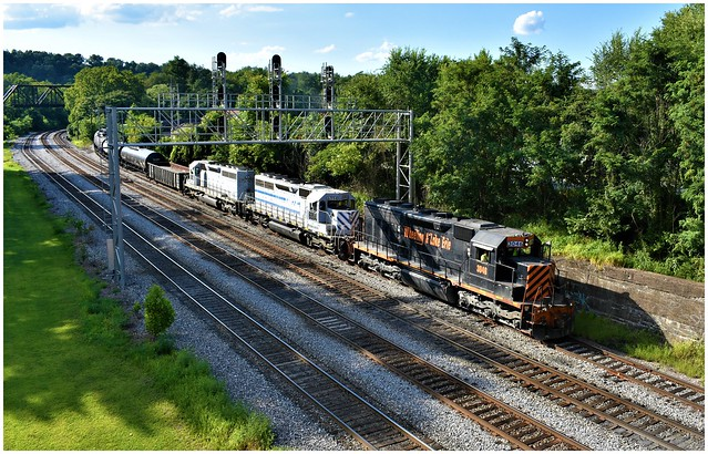 Wheeling & Lake Erie 3046 (Rebuilt EMD SD40-3) leading, followed by WLE 6994 (EMD SD40-2) & 6692 into Connellsvile, PA. Photo 3 of 3