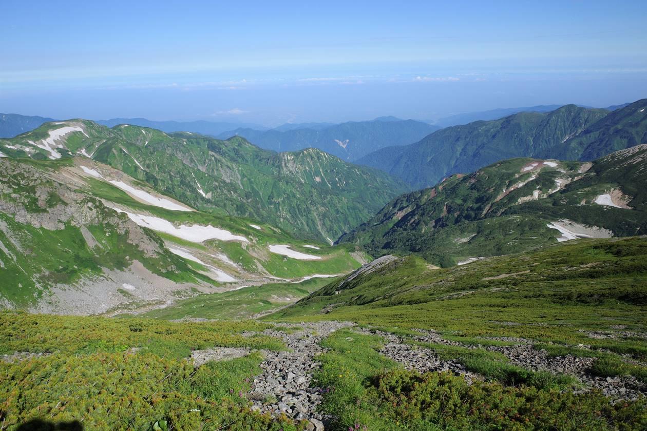 夏の白馬岳山頂からの展望