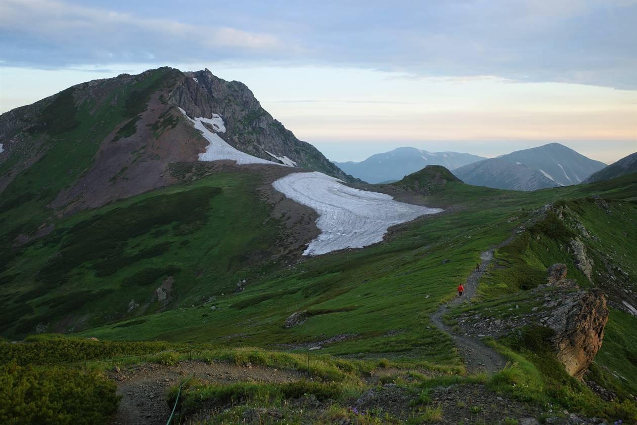 白馬旭岳と雪倉岳・朝日岳