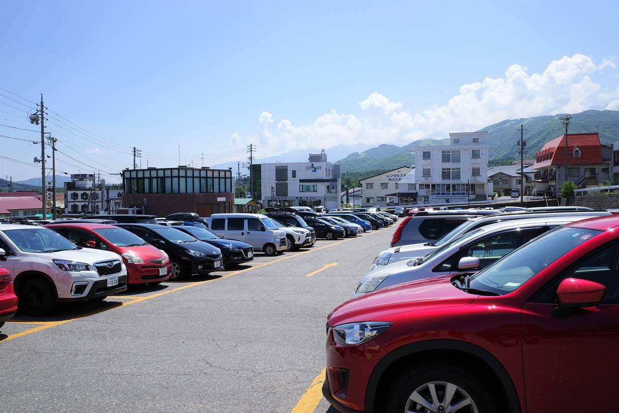 栂池高原駐車場