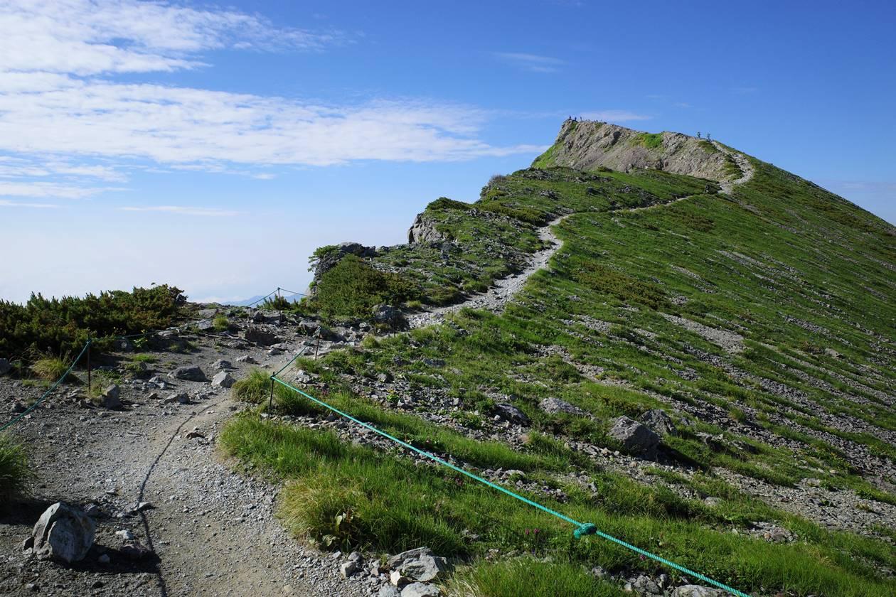 白馬岳山頂へと続く稜線