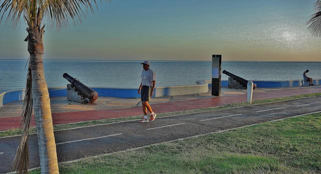 MEXICO, frühmorgens in Campeche,Jogger an der Uferpromenade,, 19184/11850