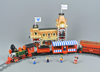 Review: 71044 Disney Train and Station