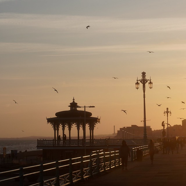 Abendstimmung an der Promenade in Brighton / Evening mood on the promenade in Brighton