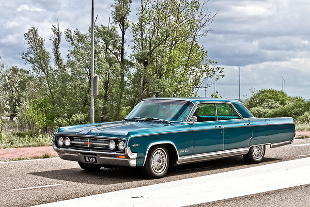 Oldsmobile 98 Holiday Sport Sedan 1964 (1879)