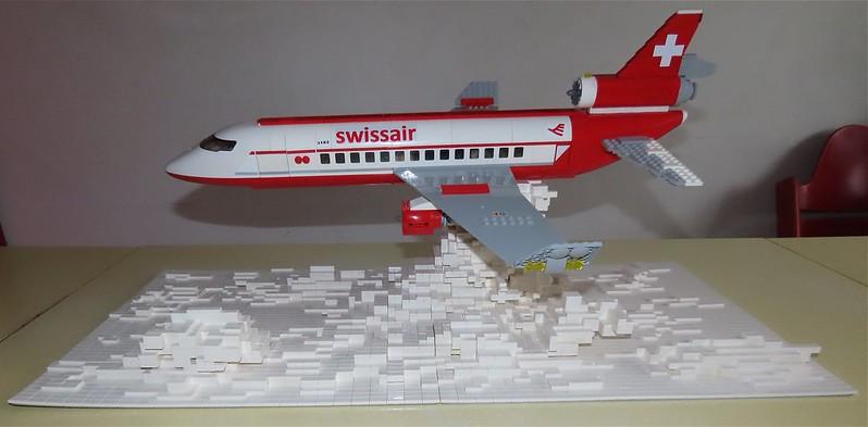 Un avion de ligne Lego 48512512582_2562ebeb41_c