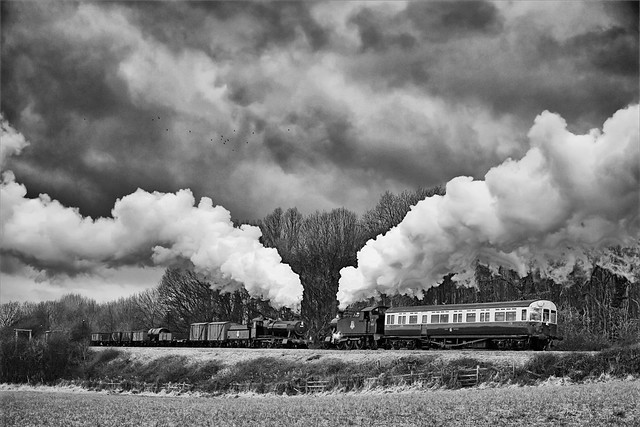Steam trains passing at Kinchley Lane