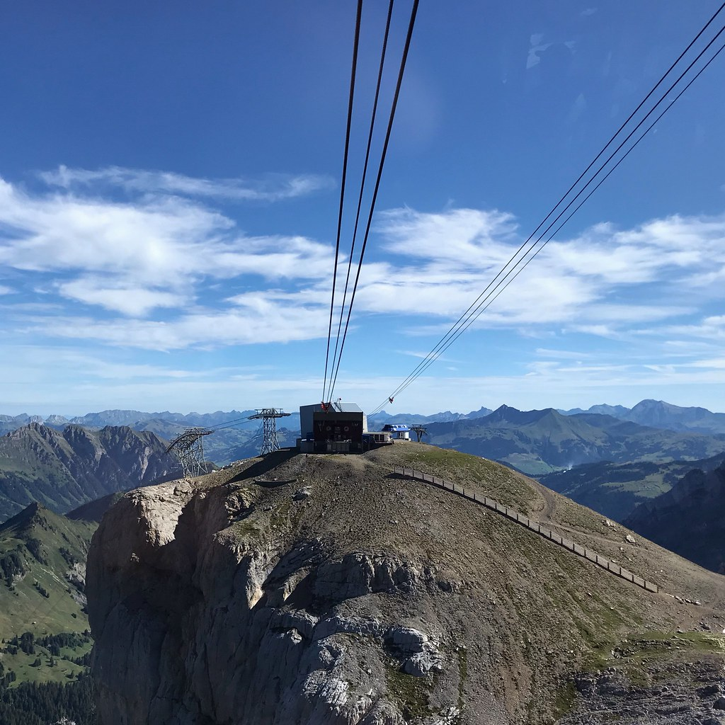Cable car lines at the peak of Scex Rouge