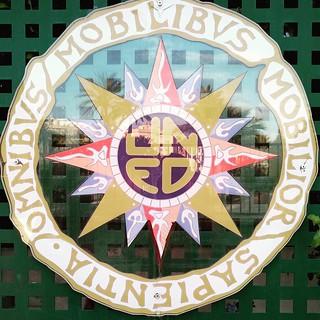 Escudo de la #UNED Esta de #referentesclásicos dedicada a mis alumnos de #latín de primero de bachillerato #yoconozcomiherencia #Elche