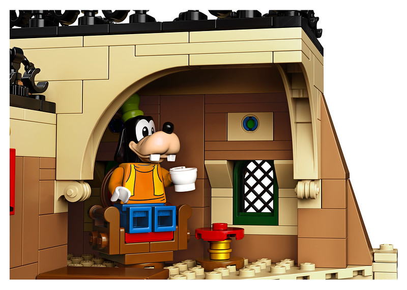 Brickfinder - LEGO Disney Train and Station (71044) Official