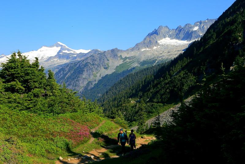 IMG_3864 Hikers toward Cascade Pass