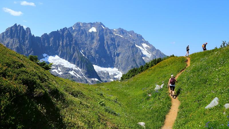 IMG_4168 Hikers at Sahale Arm