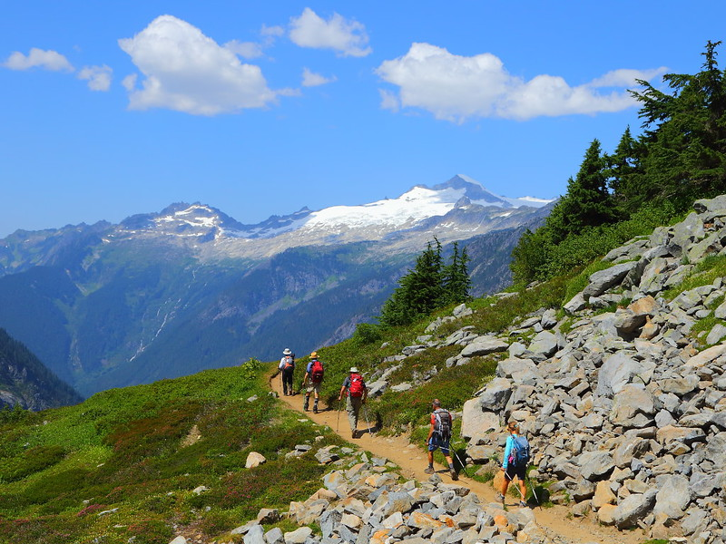 IMG_4245 Hikers on Cascade Pass Trail