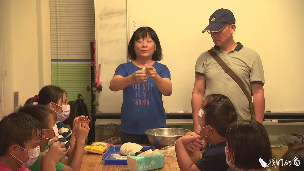 杉林大愛有個八八腳落課輔班,孩子在這裡上課、寫作業,也要學會自己煮東西吃。