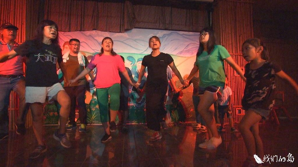 2011年成立的大滿舞團,帶領小林人透過古謠、舞蹈和演出走出傷痛。