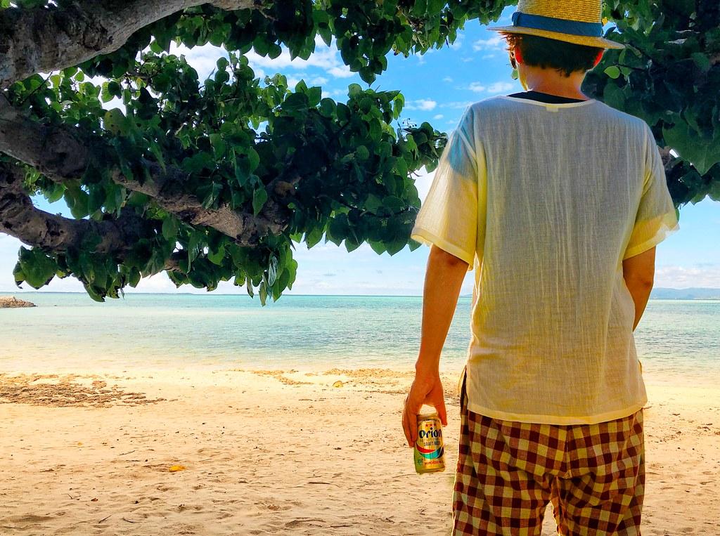 これは合成写真です。ビーチでビールを飲んでいたわけではありません!