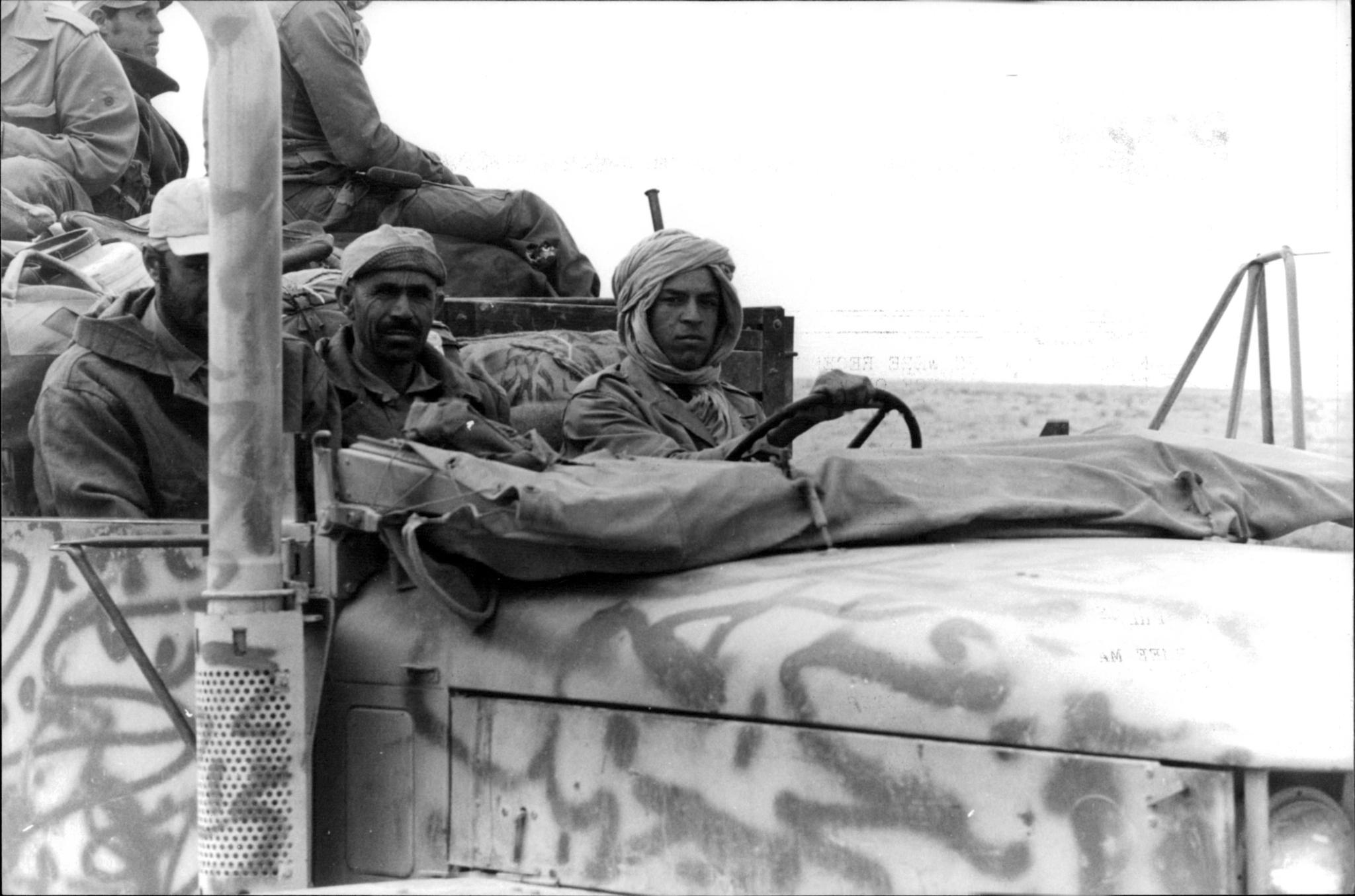 Le conflit armé du sahara marocain - Page 11 48516867951_0af42c6442_o